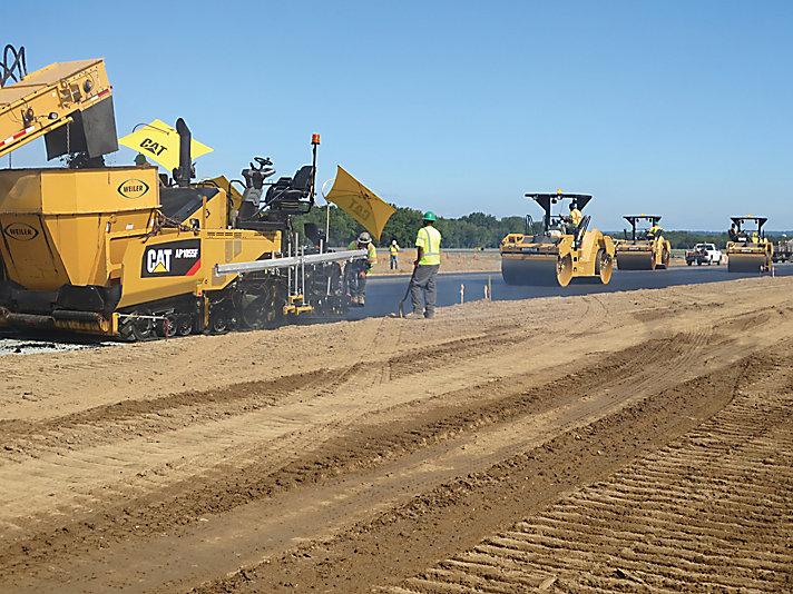 Caterpillar machinery construction agircultre building lifting work tool equipment asphalt paver ap1055f
