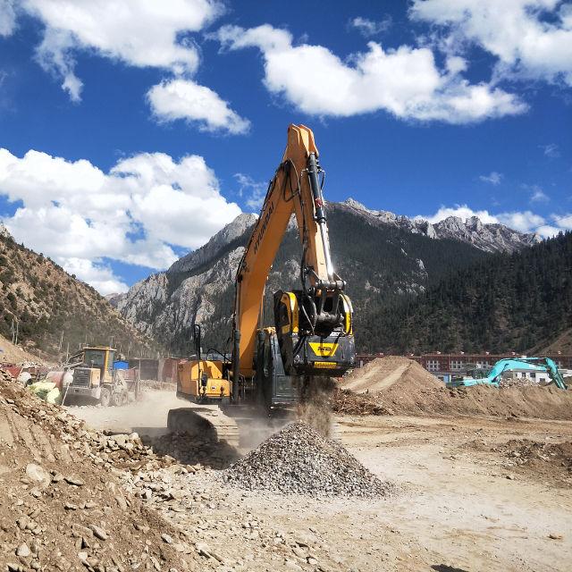 MB Crusher Manufacturer Bucket BF70.2 Demolitions Recycling Quarries Mines Roadworks Tunnels Backhoe Loader Mini Excavator